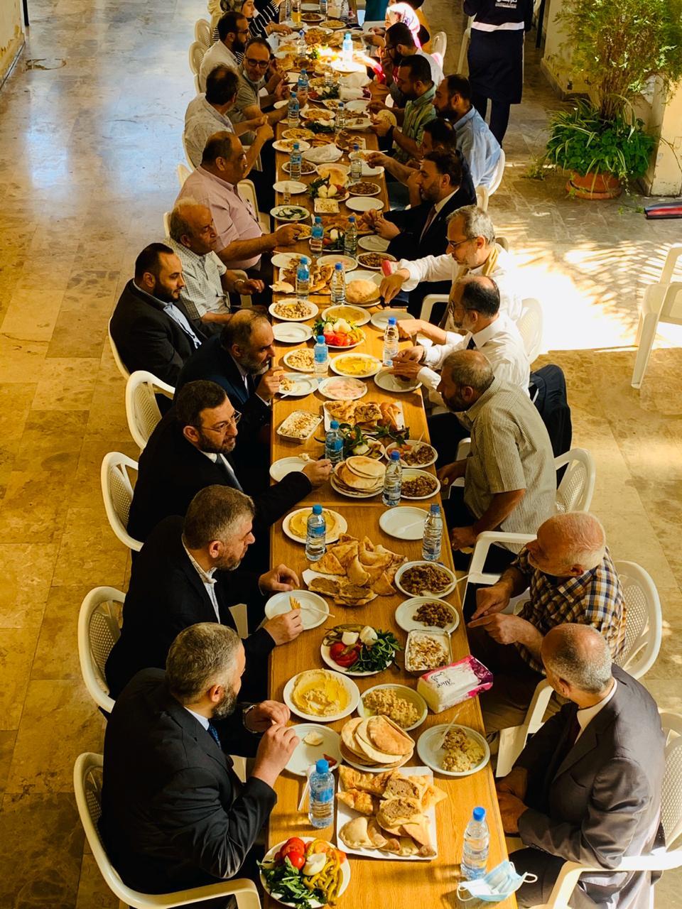 جامعة طرابلس تقيم لقاءً وفطوراً صباحياً لأساتذتها   (2/2)