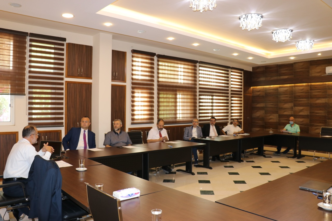 اجتماع أعضاء الهيئة التدريسية لكلية إدارة الأعمال في جامعة طرابلس (2/3)
