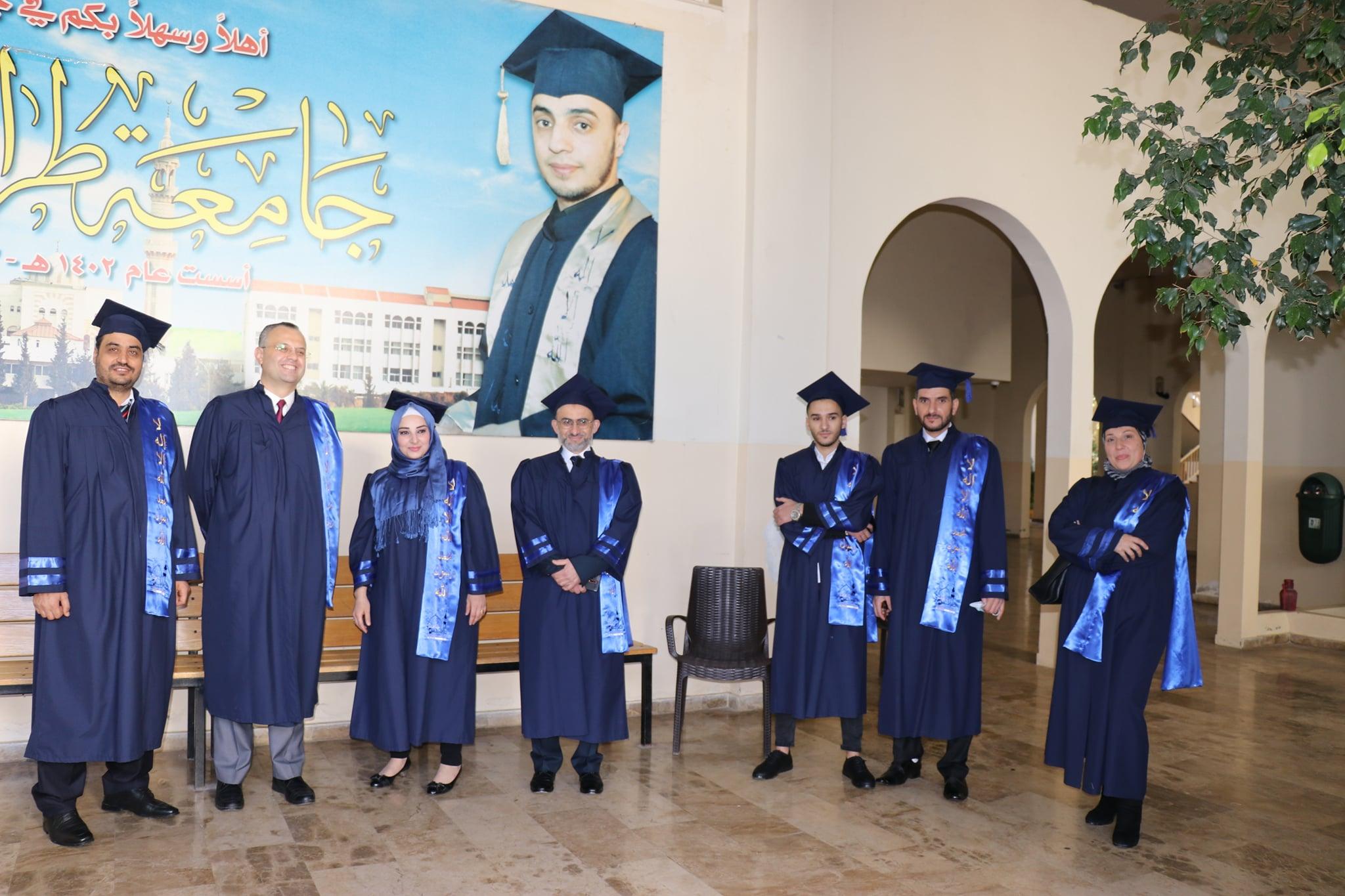 حفل تصويري لخريجي طلاب كلية إدارة الأعمال في جامعة طرابلس (7/7)