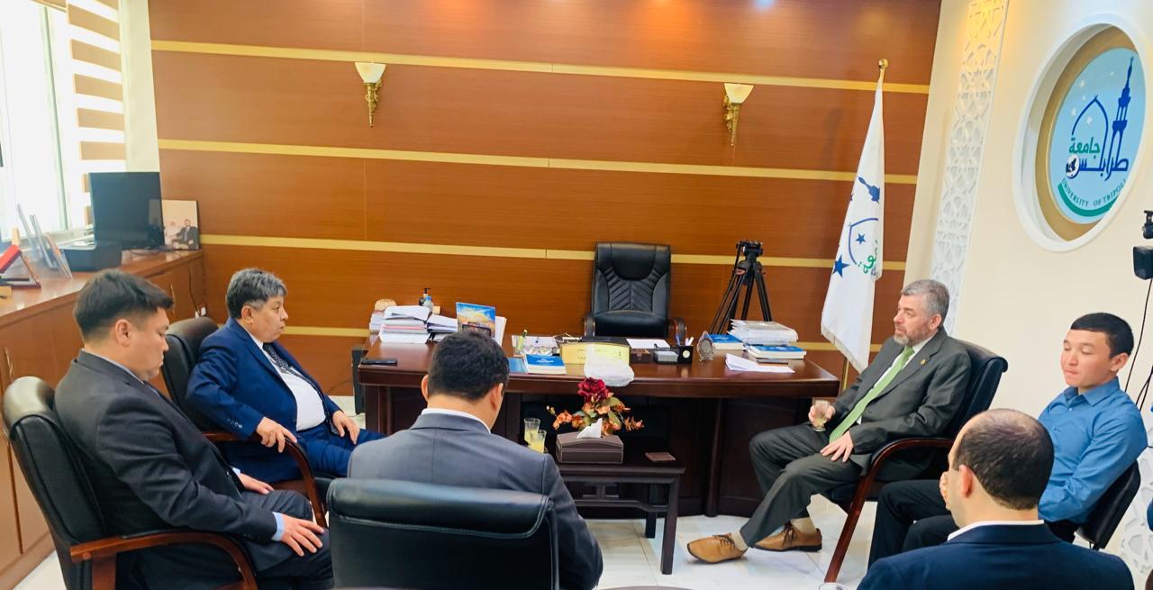 البعثة الدبلوماسية لجمهورية كازاخستان  في لبنان تزور جامعة طرابلس (7/13)