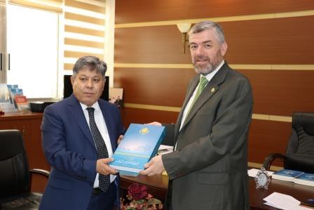 البعثة الدبلوماسية لجمهورية كازاخستان  في لبنان تزور جامعة طرابلس (13/13)