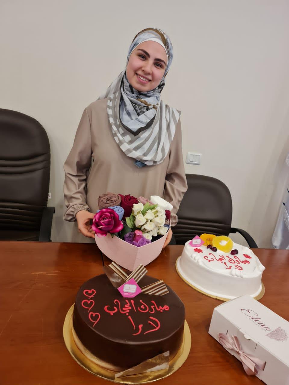 جامعة طرابلس تبارك لطالبتها في كلية التربية لارا كمال الدين بمناسبة ارتدائها الحجاب (2/3)