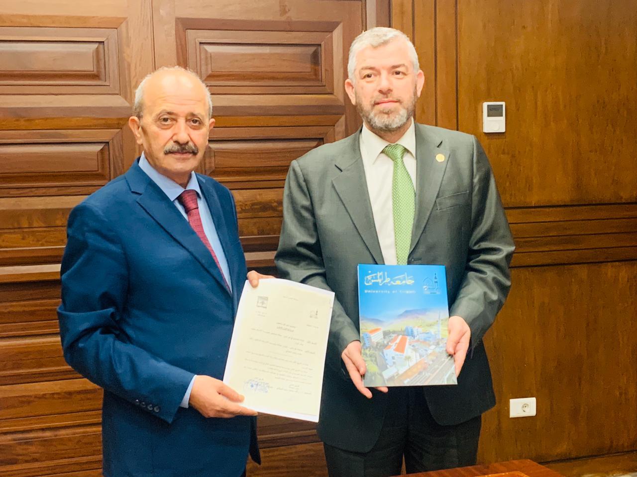 جامعة طرابلس توقع بروتوكول تعاون مع نقابة المحامين في طرابلس (2/4)