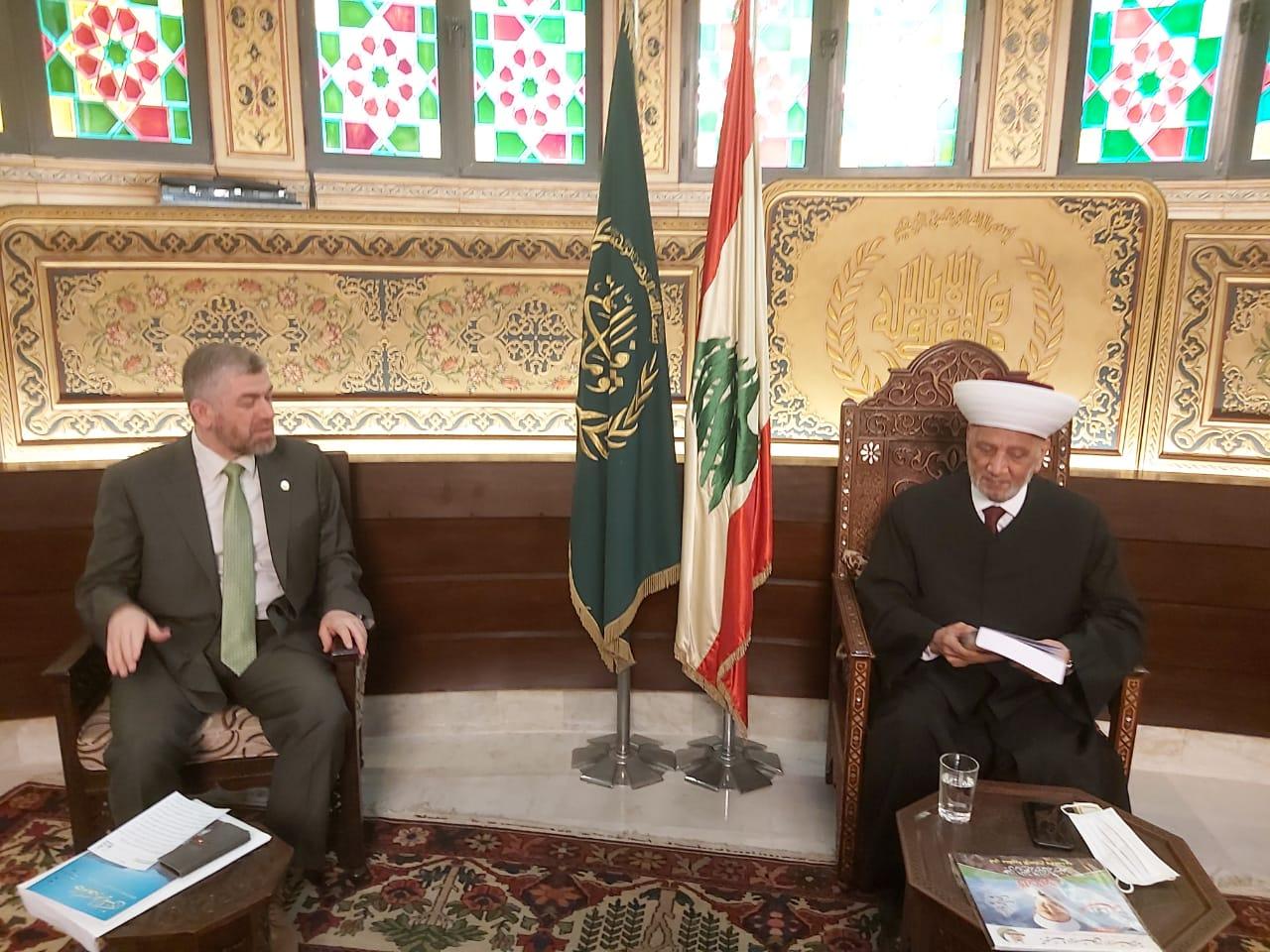 وفد جامعة طرابلس في زيارة مفتي الجمهورية اللبنانية  (5/5)