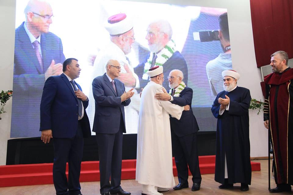 جامعة طرابلس تحتفل بتخريج طلابها (10/23)