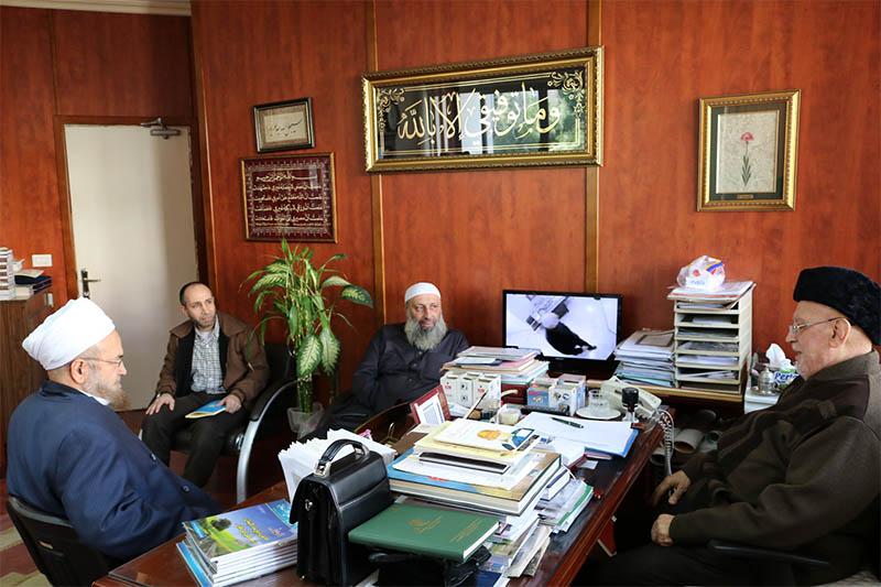 العلّامة الشيخ محمد صالح الغرسي محاضراً في جامعة طرابلس (1/6)