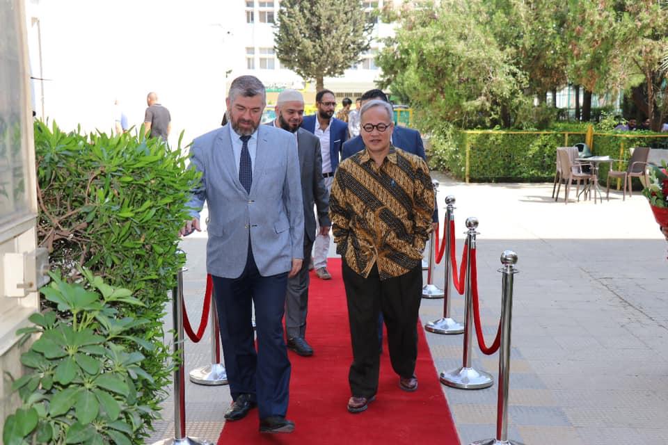 السفير الأندونيسي يزور جامعة طرابلس (2/7)