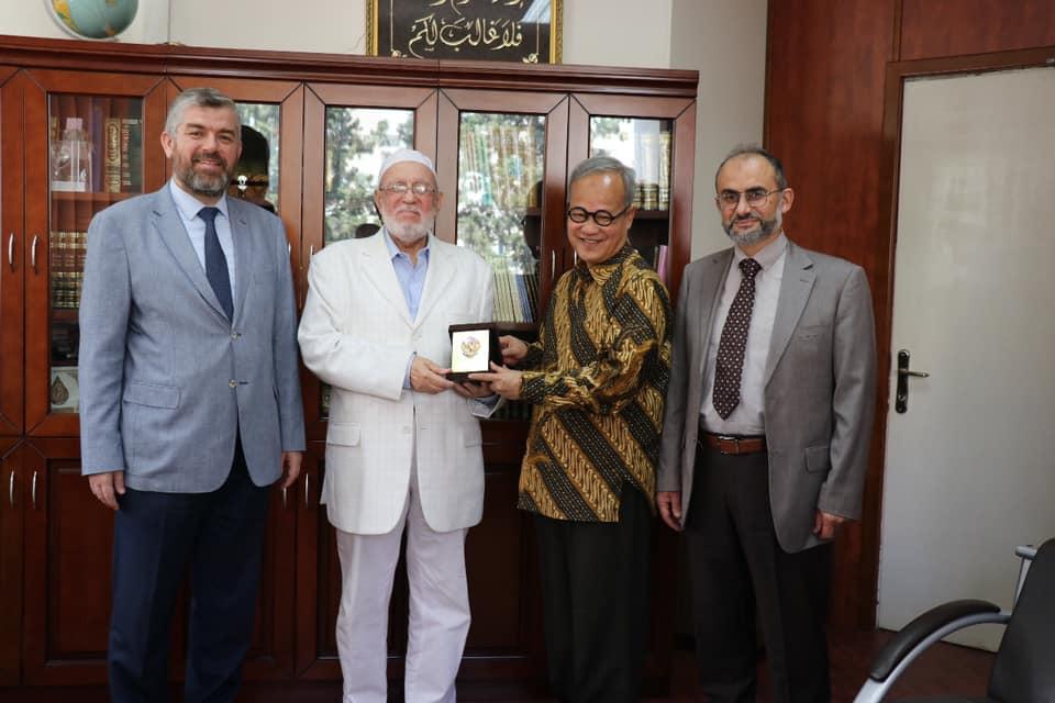 السفير الأندونيسي يزور جامعة طرابلس (3/7)