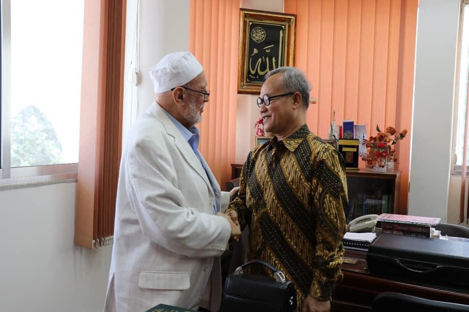 السفير الأندونيسي يزور جامعة طرابلس (4/7)