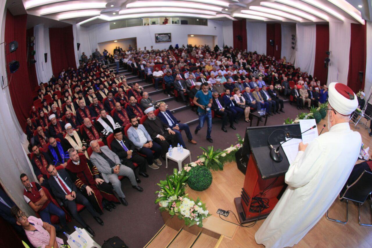 جامعة طرابلس تحتفل بتخريج الدفعة التاسعة والعشرين من طلابها (2/11)