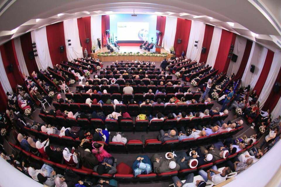 جامعة طرابلس تحتفل بتخريج الدفعة التاسعة والعشرين من طلابها (11/11)