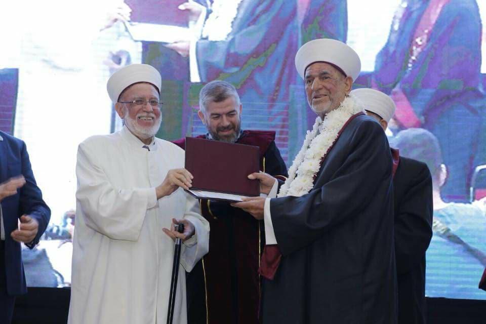 جامعة طرابلس تحتفل بتخريج الدفعة التاسعة والعشرين من طلابها (5/11)