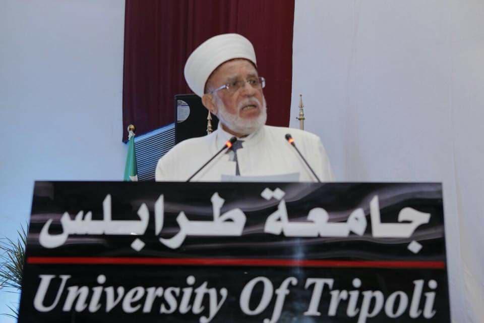 جامعة طرابلس تحتفل بتخريج الدفعة التاسعة والعشرين من طلابها (3/11)