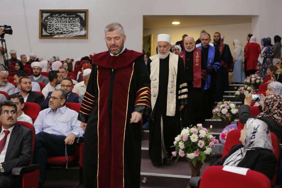 جامعة طرابلس تحتفل بتخريج الدفعة التاسعة والعشرين من طلابها (4/11)