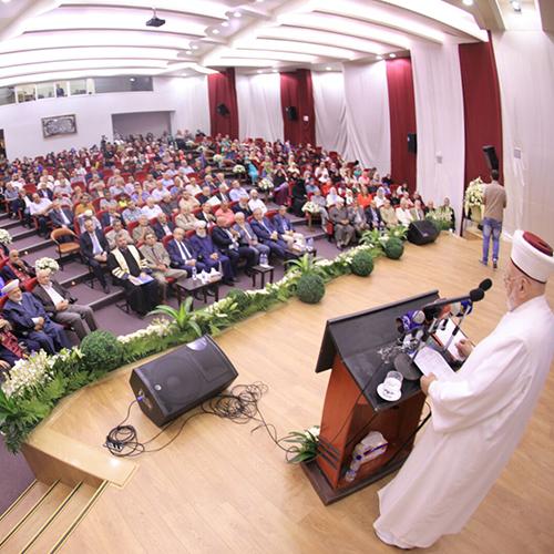 جامعة طرابلس تحتفل بتخريج الدفعة التاسعة والعشرين من طلابها (1/11)