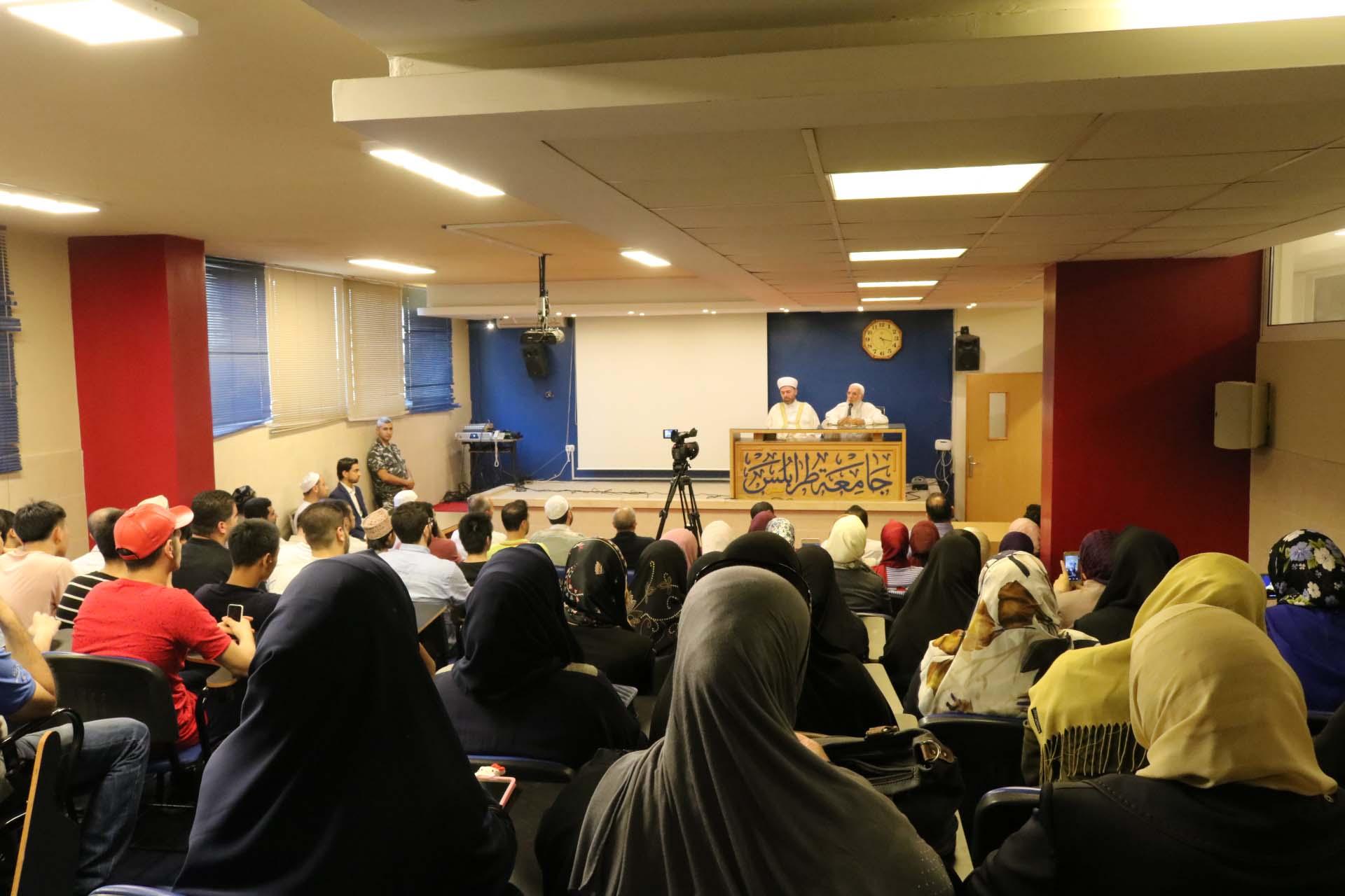 الداعية الدكتور عمر عبد الكافي محاضراً في جامعة طرابلس (4/5)