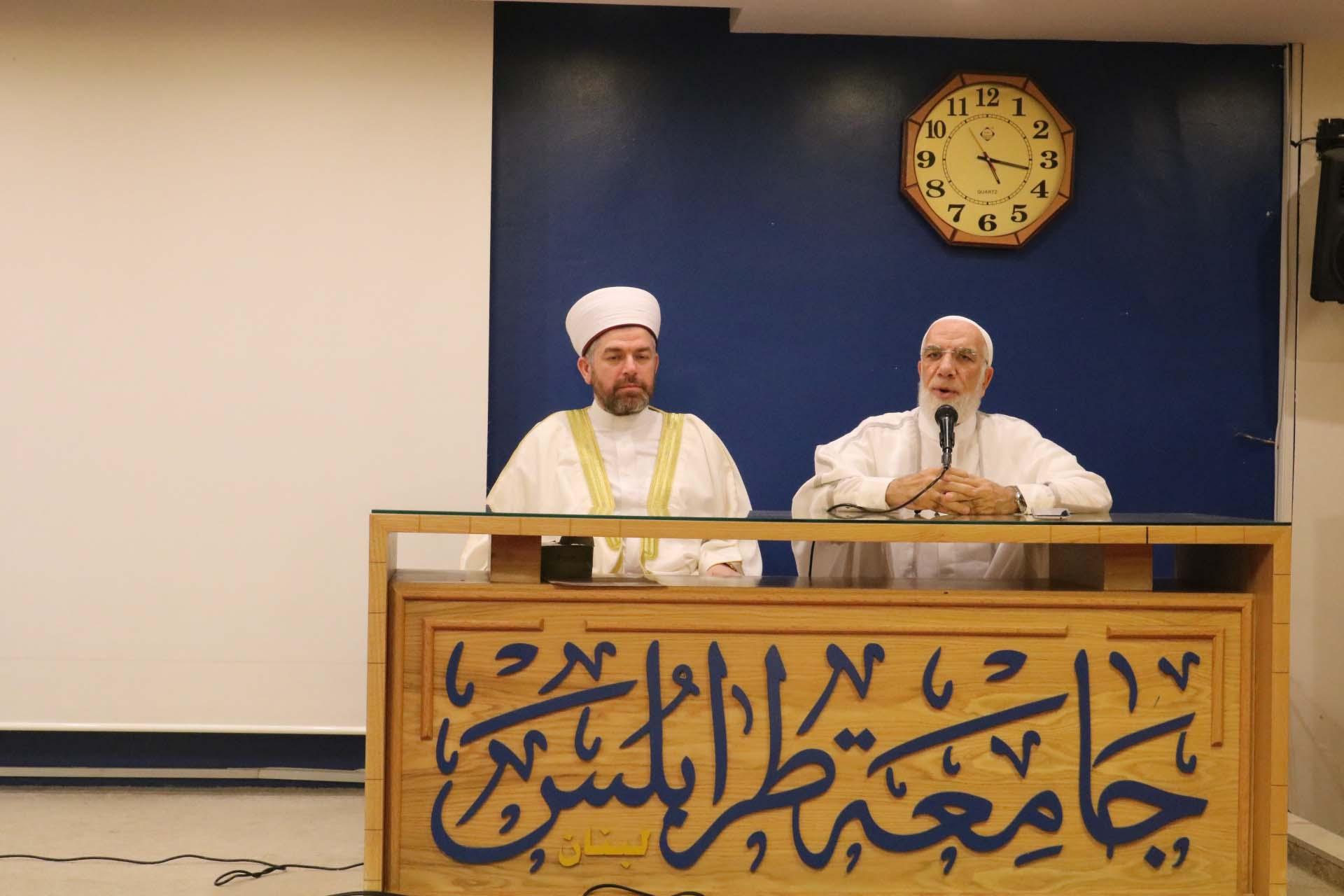 الداعية الدكتور عمر عبد الكافي محاضراً في جامعة طرابلس (1/5)