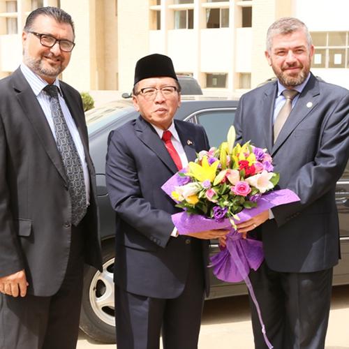 زيارة السفير الاندونيسي إلى جامعة طرابلس (1/2)