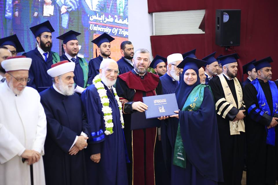 جامعة طرابلس تحتفل بتخريج طلابها (17/23)