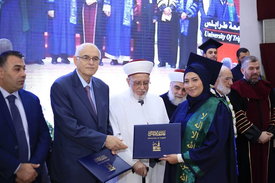 جامعة طرابلس تحتفل بتخريج طلابها (20/23)